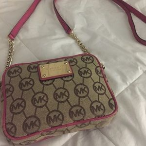 Michael Kors Bags - ❌SOLD!!❌ Michael Kors Crossbody